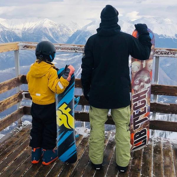 Недавно Дмитрий и Платон покатались на сноуборде на Роза Хутор.
