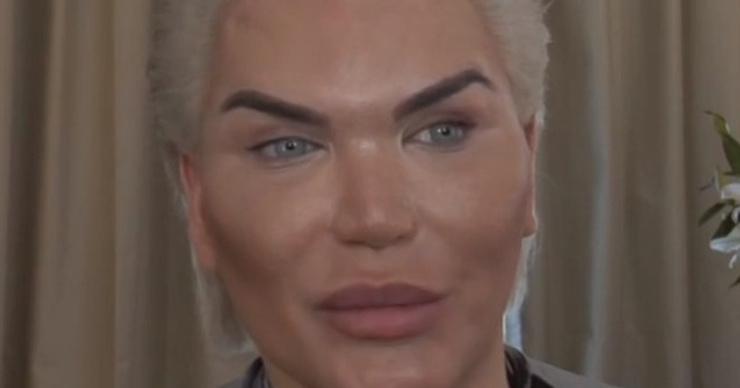 «Живой Кен» познакомился с русскими Барби