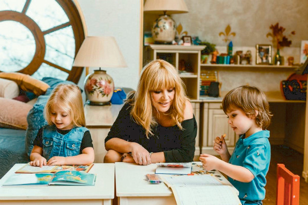 Примадонна любит проводить время с детьми и сама придумывает для них развлечения