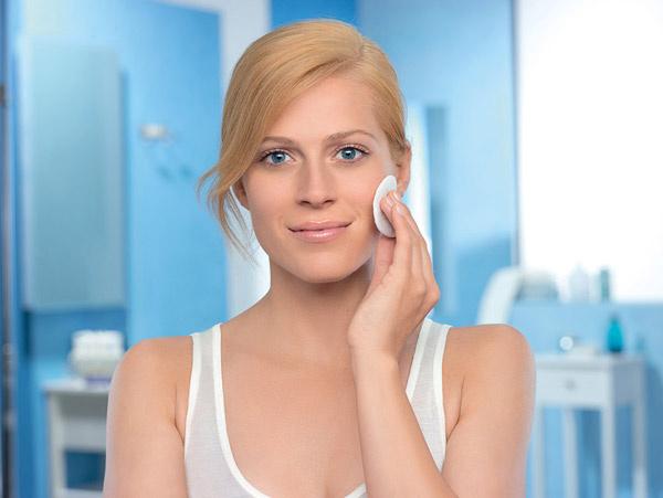 целлярная вода 3 в 1 от экспертов NIVEA не просто удаляет макияж, но и глубоко очищает, а также увлажняет кож