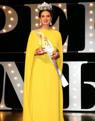 Екатерина Стриженова получила главный приз или главный титул SUPER МАМА ГОДА-2018