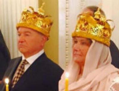 Юрий Лужков принимает поздравления с венчанием