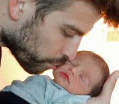 Шакира опубликовала первые фото своего сына