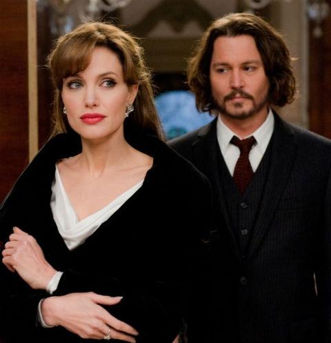 СМИ обсуждают возможный роман Джоли и Деппа