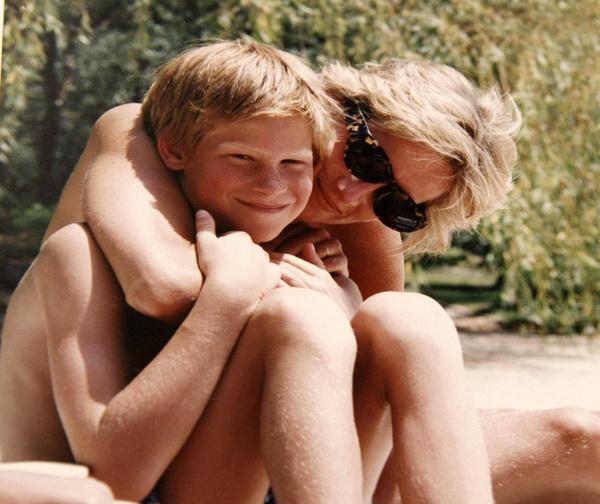 Принц Гарри семь лет посещал психотерапевта после смерти принцессы Дианы