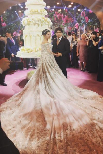 Роскошный торт в несколько метров стал украшением торжества