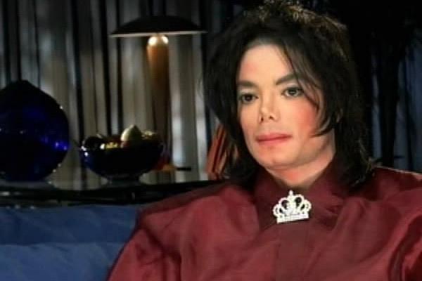 Майкл Джексон страдал от постоянных исков