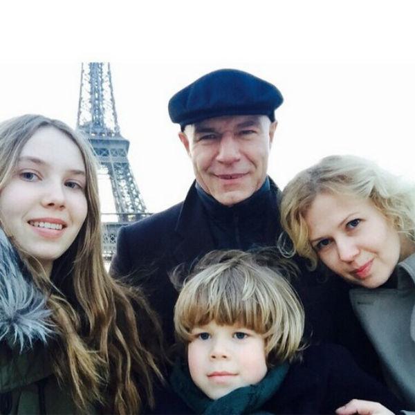 С женой, дочкой Анной и сыном Петром