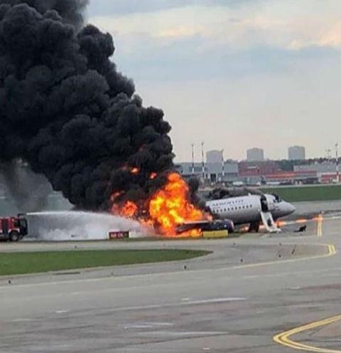 В Шереметьево загорелся самолет