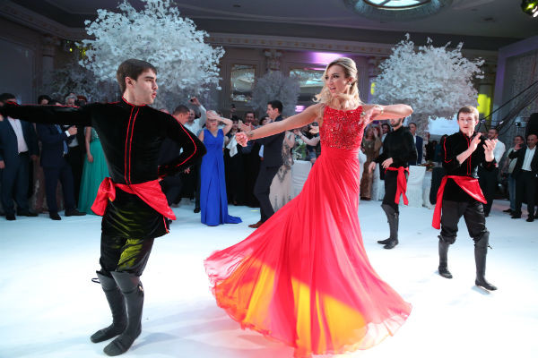Ольга Бузова танцует лезгинку