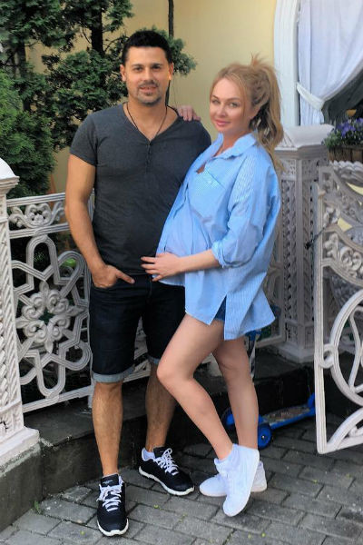 Дарья Пынзарь с супругом во время беременности
