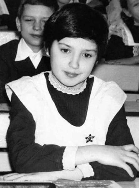 В школе Оксана была отличницей, а вот дисциплина у нее хромала