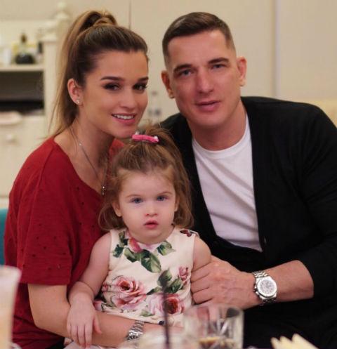 Ксения Бородина и Курбан Омаров с дочерью