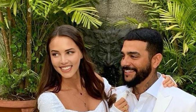 Беременная невеста Тимати улетела за границу