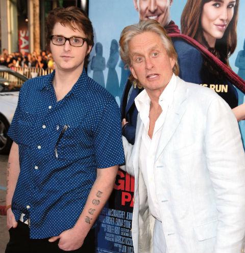 Отец и сын Дугласы на премьере фильма «Призраки моих бывших подружек», 2009 год