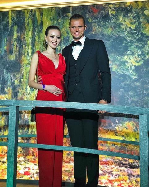 Анастасия Костенко и Дмитрий Тарасов пока не раскрывают, как решили назвать будущего ребенка