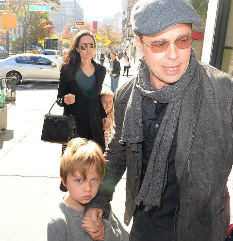 Брэд Питт и Анджелина Джоли с детьми