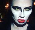 Виктория Боня на Хеллоуин превратилась в Черного лебедя