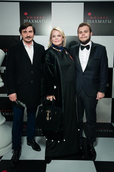 Яна Поплавская с мужем и сыном
