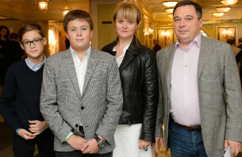 Анна Михалкова и Альберт Баков с сыновьями
