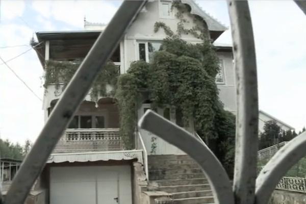 Теперь Ольга смотрит на свой дом только через забор