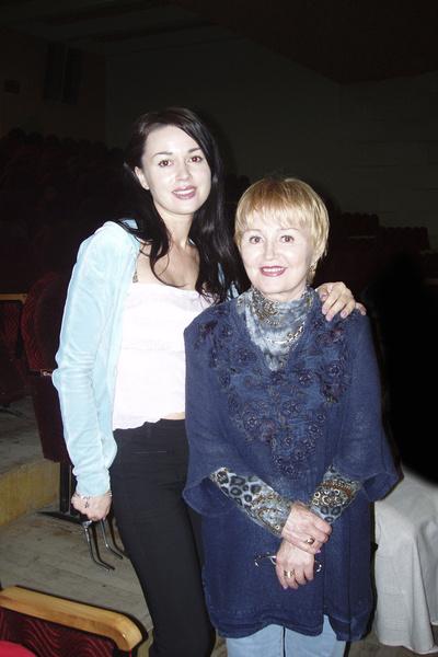 В немецкую клинику с Анастасией Заворотнюк поехала мама