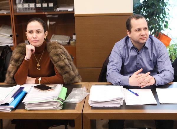 Адвокат отца Олег Сидорин и адвокат матери Ольга Лукманова в Пресненском суде
