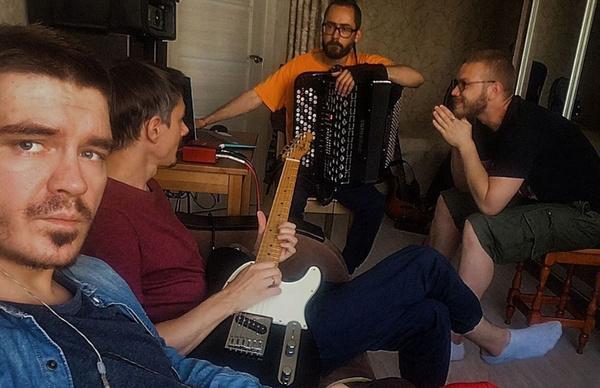 Участники группы «Аффинаж»: «Мы тоже могли написать песню «Мало половин», но уважаем себя»