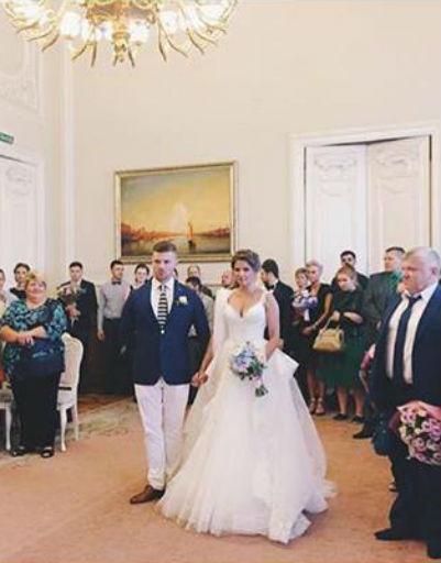 Влюбленные заключили брак в одном из загсов Санкт-Петербурга