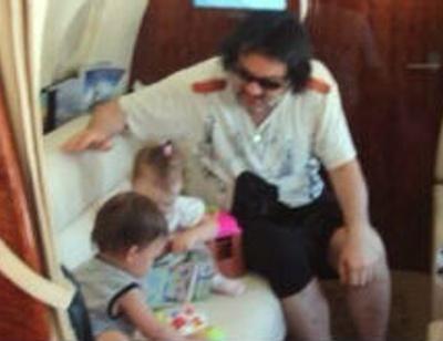 Филипп Киркоров с сыном и дочерью отправился на море
