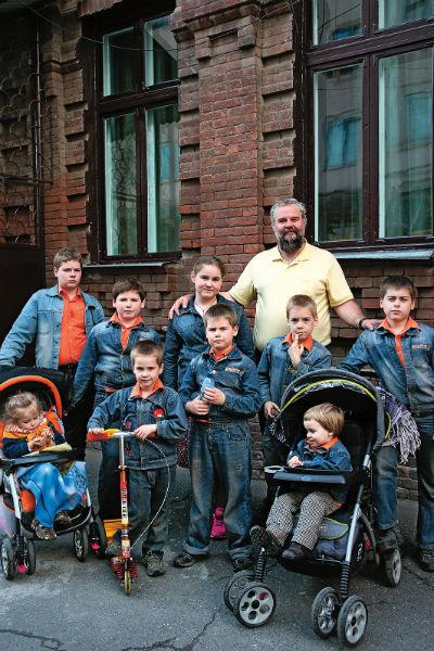 Отец семейства Михаил всегда мечтал воспитывать много детей