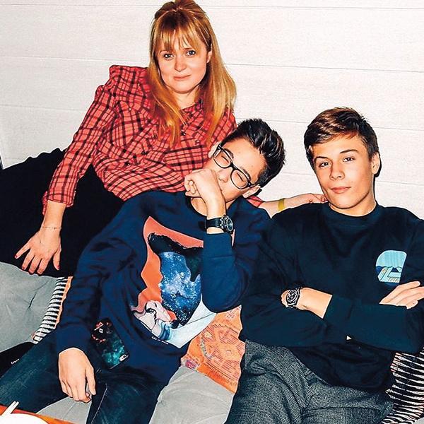 Сыновья Анны – 16-летний Андрей и 15-летний Сергей – помогли Татьяне Евгеньевне разобраться в соцсетях. Кроме старших детей в семье растет 3-летняя Лида