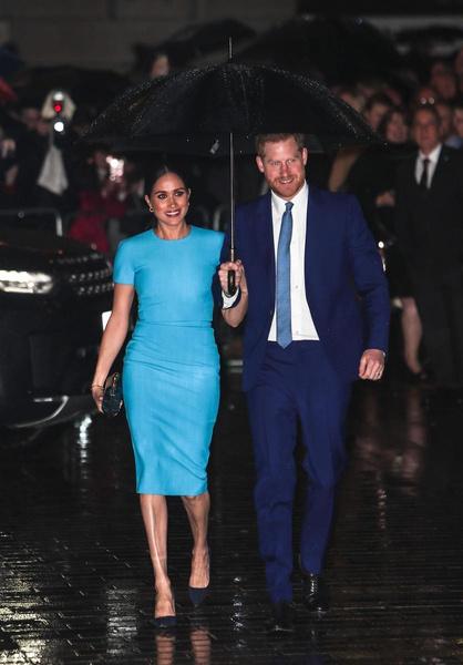 Супруги выбрали наряды в одной расцветке