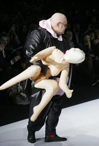 Стас Барецкий и резиновая кукла наделали немало шума