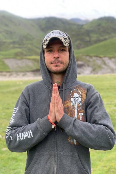 Внук мечтает уехать обратно в Индию и помириться с родственниками
