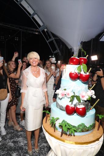 Анжелика Варум и ее праздничный торт