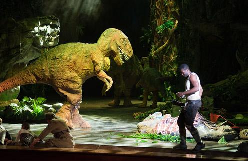 В спектакле «Затеряный мир» наравне с людьми действуют динозавры