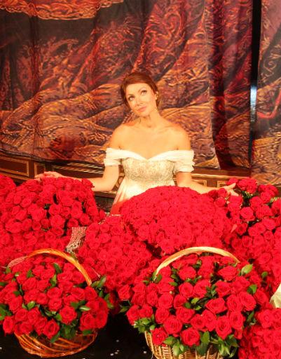 Столько цветов получила певица от своих избранников