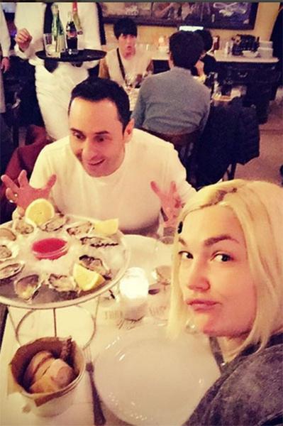Стас и Юлия во время ужина в одном из ресторанчиков в центре Рима