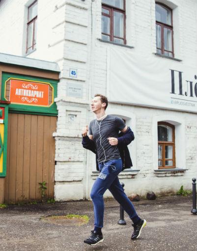 Олег Ракитов на традиционном забеге в честь фестиваля «Зеркало»