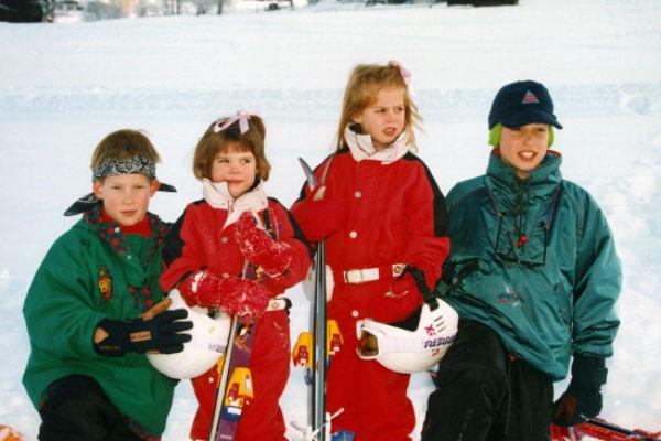 Евгения (слева в центре) еще в детстве начала демонстрировать непростой характер