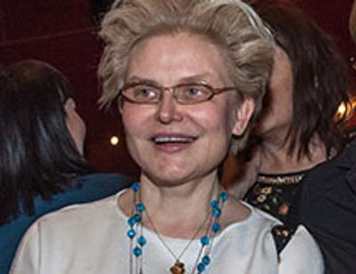 Телеведущая Елена Малышева стала бабушкой