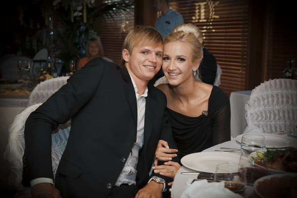 Ольга Бузова и Дмитрий Тарасов развелись в декабре 2016 года