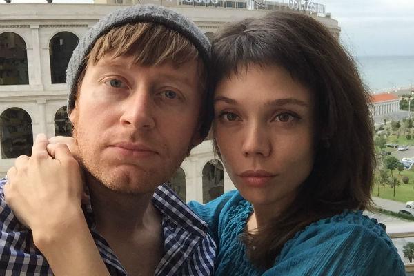 Илья познакомил возлюбленную Марину с братьями в новогоднюю ночь