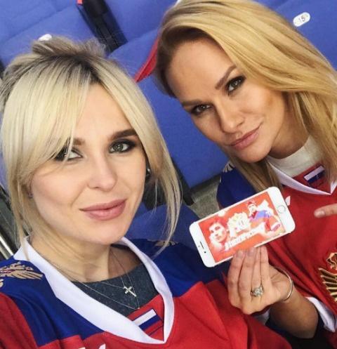 Пелагея и Елена Белова на игре России и Швеции