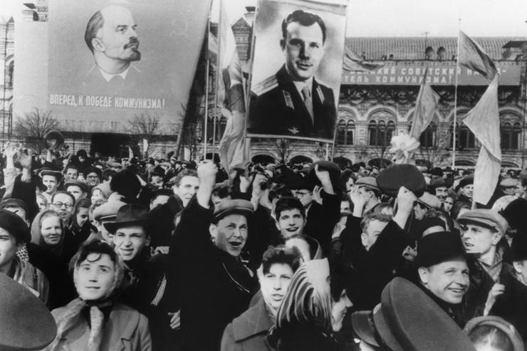 На Землю Юрий Алексеевич вернулся народным героем