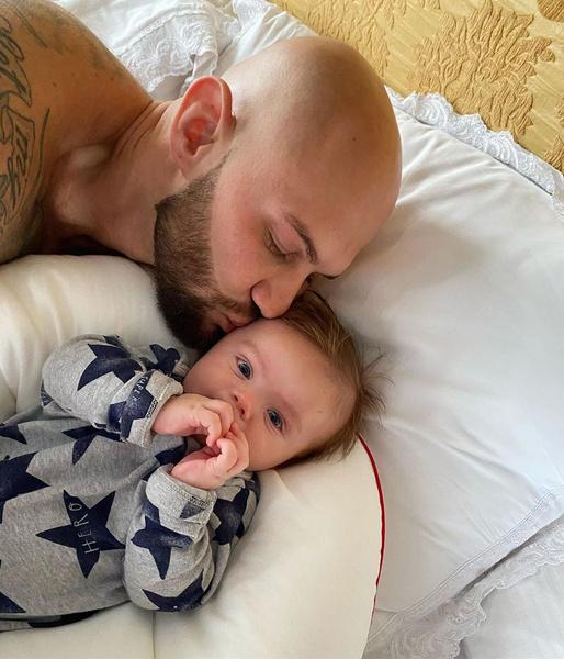 Рэпер наслаждается отцовством