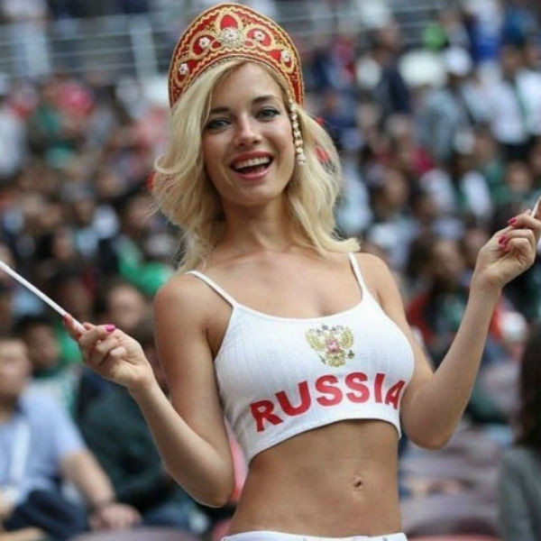 Девушка стала настоящей звездой Чемпионата мира по футболу