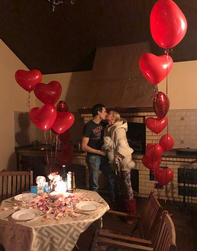 Анастасия Волочкова продолжает интриговать совместными фото с мужчиной по имени Михаил