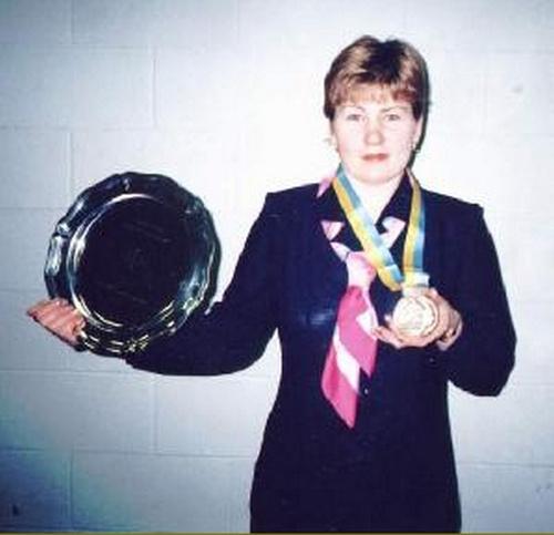 Людмила Юрлова с бронзовой медалью, полученной на Чемпионате мира